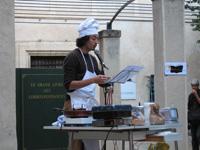 Balthazar Daninos lit les recettes du prix Wepler / Fondation La Poste.
