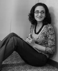 Bahar Makooi, webmaster de Lire dans le noir (copyright : Charlotte Bouvier)