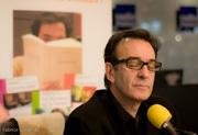 Robin Renucci écoute la lecture d'Aragon au salon du livre 2009 / DR. Robin Gaboriau