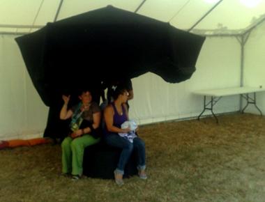 parasol Lire dans le noir à la Ferté-Vidame
