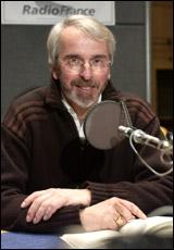 Philippe Delerm pendant l'enregistrement du livre audio.